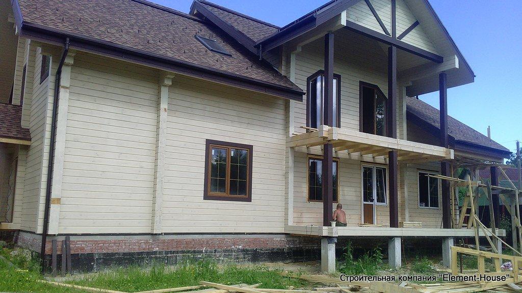 Фото: Дом из клеёного бруса 180 х 200 мм в п. Сосново Ленинградской области