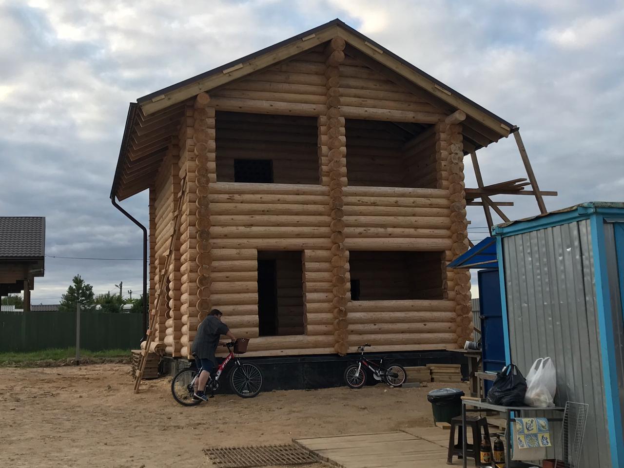 Двухэтажная баня и балконом и остеклённой террасой с Дмитрове