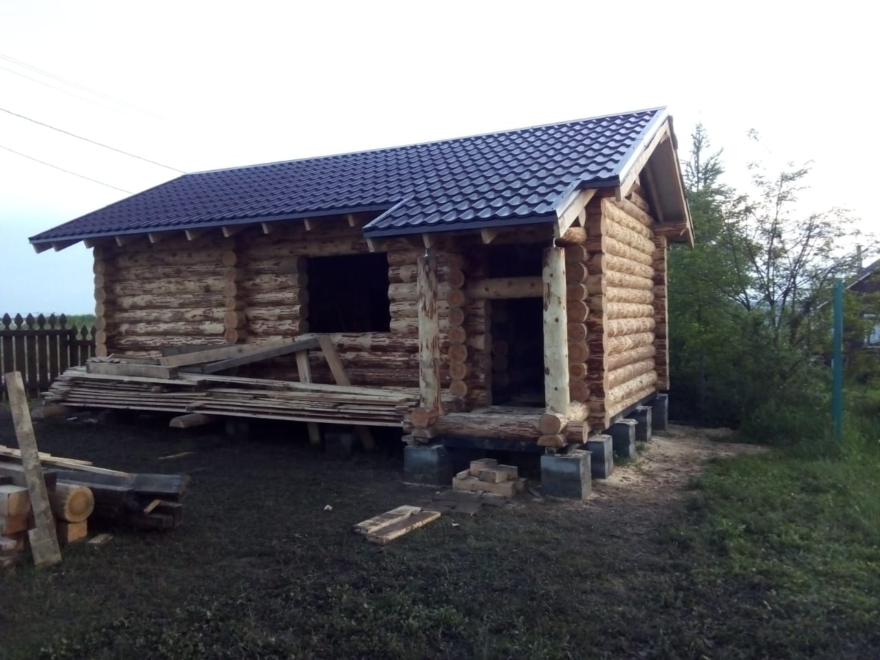 Фото: Баня из окорённого бревна с комнатой отдыха с Тульской области