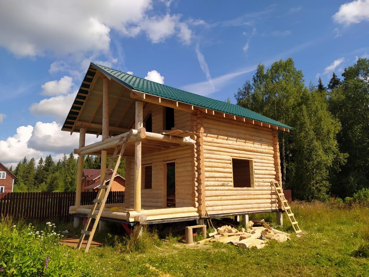 Фото: Дачный дом из сруба 6 на 9 с балконом и террасой в Московской области