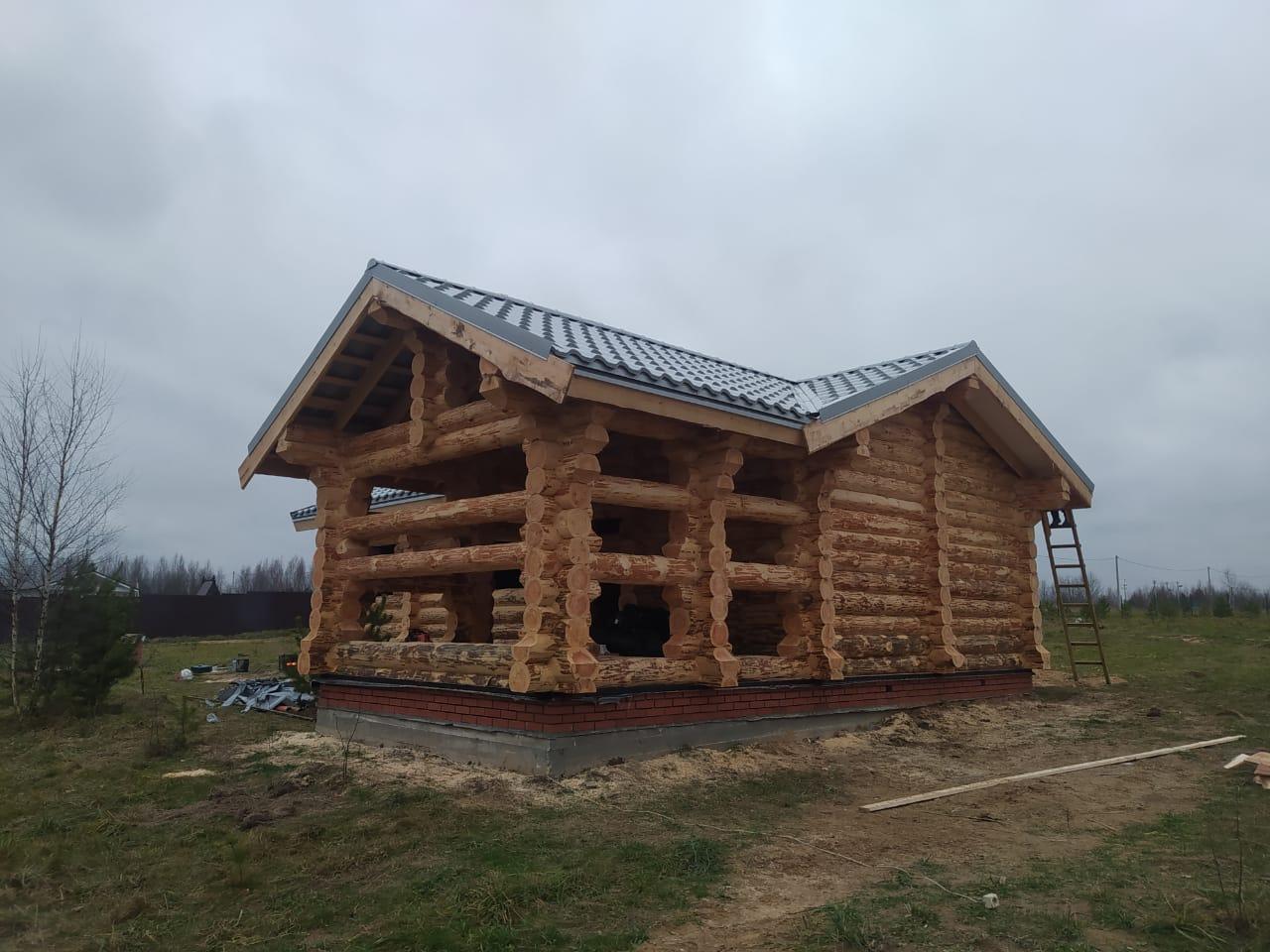 Фото: Большая баня из окорённого бревна в Тверской области