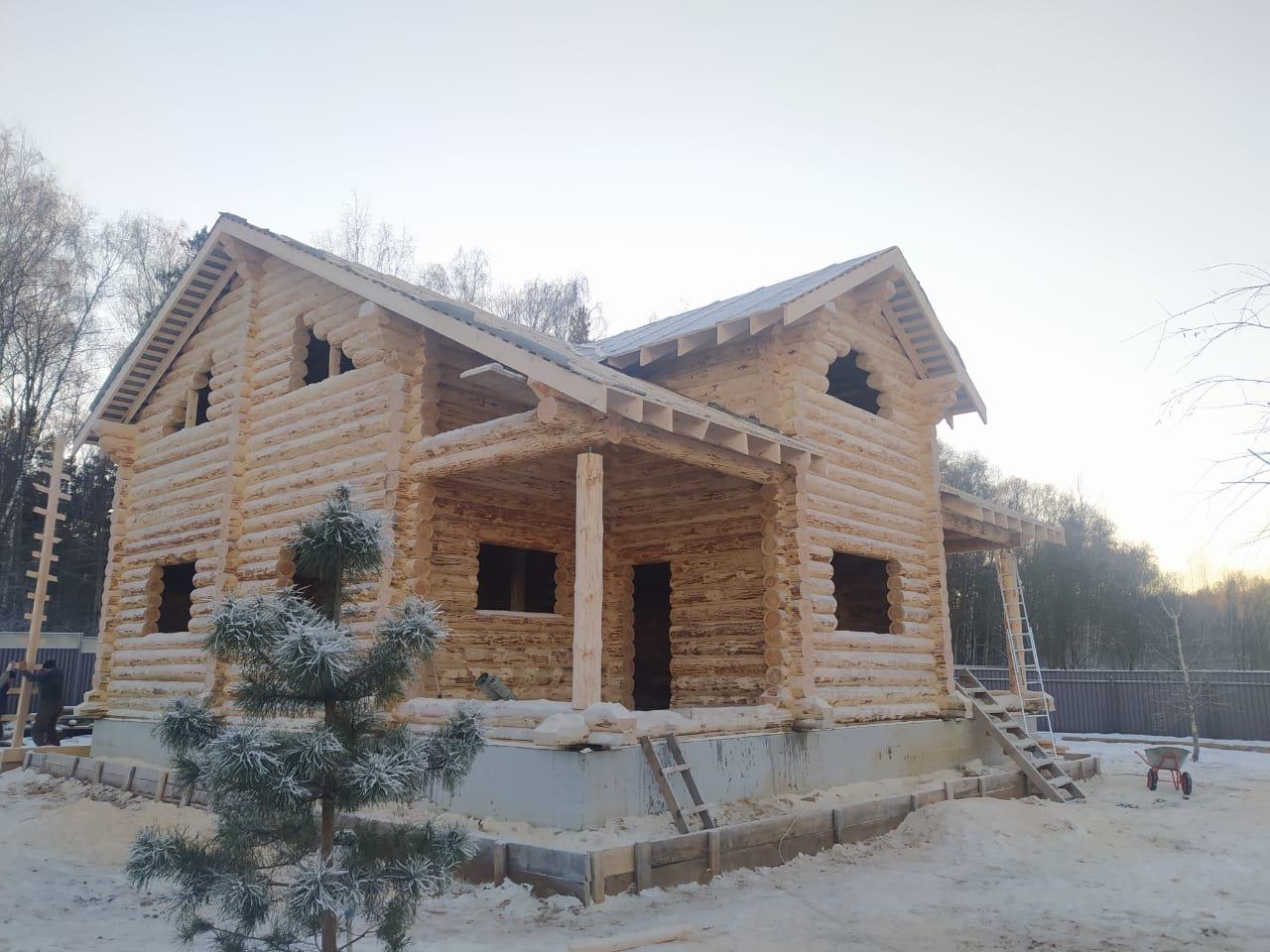 Фото: Большой двухэтажный дом из рубленного бревна в Балашихе