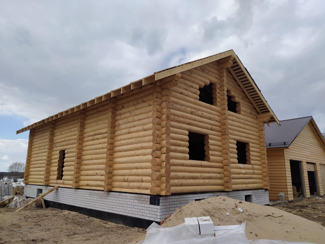 Фото: Двухэтажный дом из сруба ручной рубки в Нижегородской области