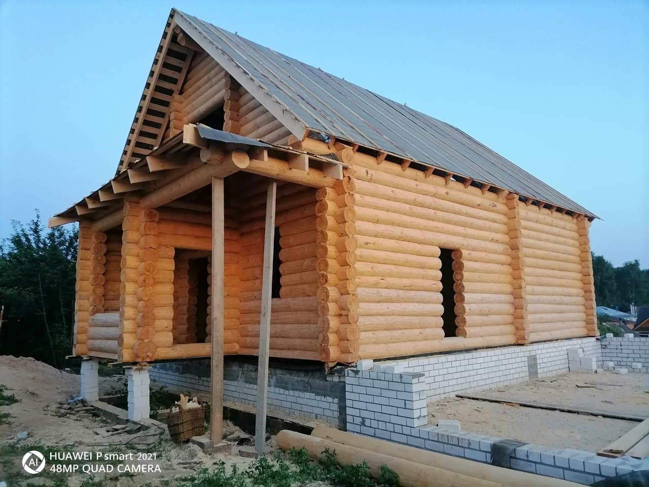 Фото: Двухэтажный дом из остроганного бревна с высокой мансардой в Нижегородской области