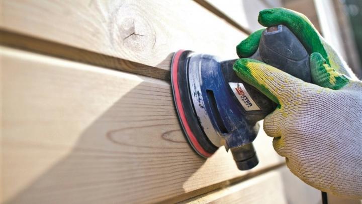 Фото к статье Нужно ли шлифовать клееный брус перед покраской